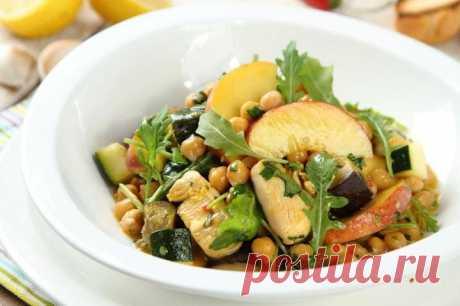 Салат с персиками консервированными и курицей – пошаговый рецепт с фото.