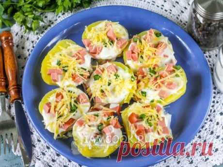 Отварной картофель с колбасой и сыром в микроволновке. Простой и быстрый рецепт приготовления обед или ужина, если у вас есть в наличии отварной картофель!