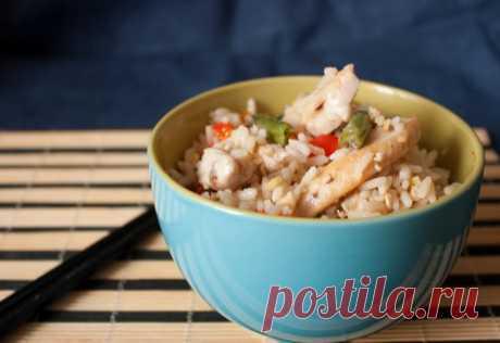 Китайский жареный рис с куриной грудкой