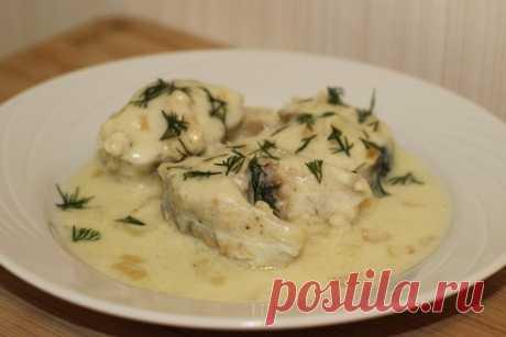 Рыба в сметанном соусе  Ингредиенты:  Минтай — 250 г Показать полностью…