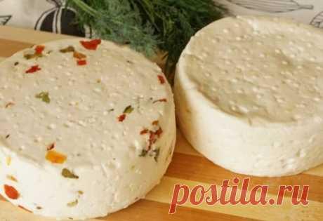 Домашний сыр зеленью и паприкой: простой рецепт Как приготовить домашний сыр с зеленью и паприкой. Пошаговый рецепт приготовления из домашнего молока. Натуральное и вкусное блюдо.
