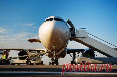Почему пассажиры садятся в самолет слева? | Вопрос-ответ | Вокруг Света