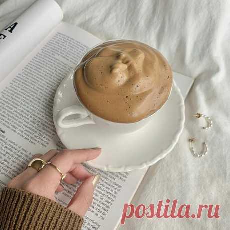 Как приготовить дальгона-кофе, на котором все помешались | Glamour.ru Делимся рецептом ультрапопулярного напитка, который стал героем инстаграма, тиктока и YouTube.