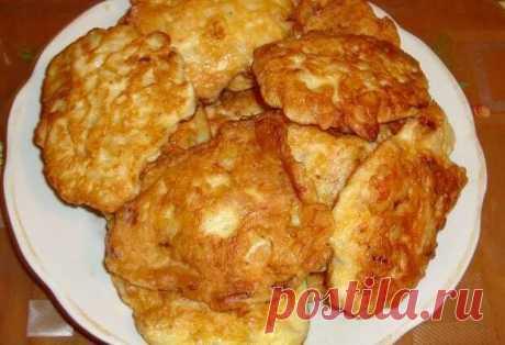 Куриные оладьи - Lady-Блог Готовчик - медиаплатформа МирТесен Безумно вкусно и очень просто! Один из моих любимых рецептов) Ингредиенты: 1 куриное филе; 2 средних (или 1 большая) луковицы; соль; перец; 1яйцо; 1 столовая ложка майонеза; 1 столовая ложка муки; масло растительное – 3-4 ст. ложки (если сковорода с антипригарным покрытием, количество масла