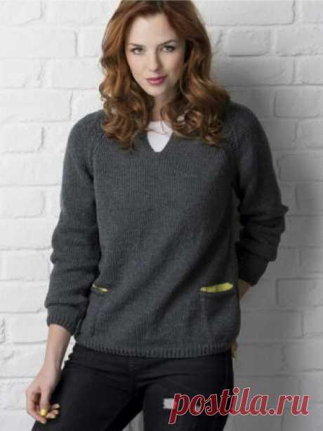 Простой, но всегда нужный свитер. Можно связать как из шерсти, так и из хлопка, на лето.