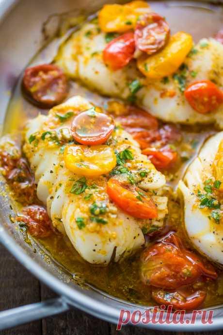 El Pan-quemado del crujido en blanco de vino la salsa Basil De tomate - Backer Prirodoy