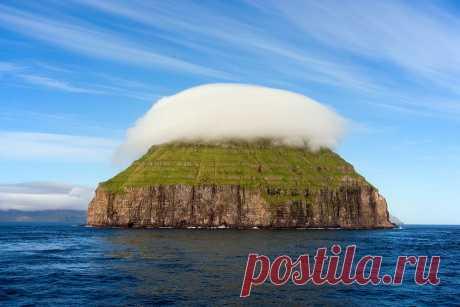 Остров с короной из облаков - о.Малый Дуймун (Фарерские о-ва)