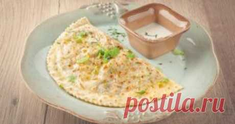 Кутабы с мясом по-азербайджански – аппетитное лакомство, напоминающее всеми любимые чебуреки, но основное отличие состоит в том, что жарят их без масла, просто на раскаленной сковороде.