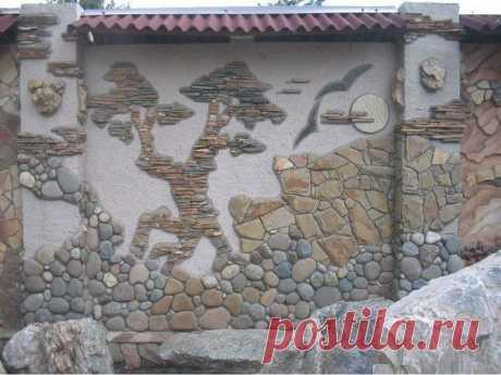 Оформление стены на даче