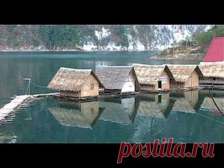 """Thailand - Khao Sok National Park - YouTube: Национальный парк Кхао Сок – один из красивейших парков в Таиланде. Его название происходит от """"Бан Сок"""" - что обозначает мертвая деревня. Смертельная эпидемия унесла в 1944 г. жизни почти всех жителей поселения. Лесам Као Сока примерно 160 млн лет и они древнее, чем леса бассейна Амазонки. Парк включает озеро Чео Лан, Территория парка составляет порядка 739 кв.км. Через него проходит река Сок"""