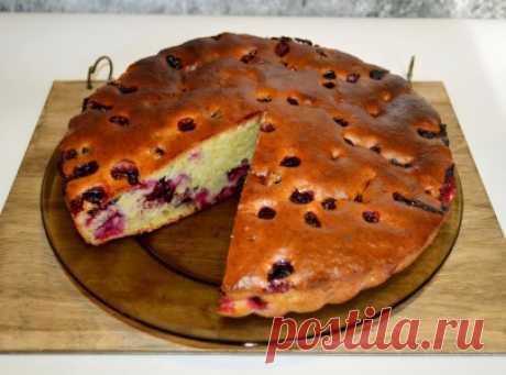 Быстрый пирог на сметане с ягодой! Очень вкусно