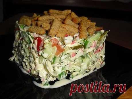 """Салат с сухариками """"Сочная Хрустяшка"""" Вкусный легкий салатик! Хрустящий и вкусный!!)) А сочетание свежих и маринованных огурцов делает этот салатик очень пикантным!)) Помидоры, Огурцы,"""