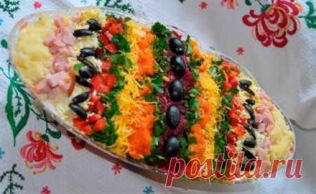 """Яркий, красивый и вкусный слоеный салат """"ПАСХАЛЬНОЕ ЯЙЦО"""" Яркий, красивый и вкусный слоеный салат к Пасхе. Но слои здесь выкладываются не один на другой, а вертикальными полосками, которые промазываем майонезом. Ингредиенты: Свекла вареная — 1 штука Морковь вареная — 2 штуки Картофель, отваренный в мундире и очищенный — 2 штуки Яйца, сваренные вкрутую — 3 штуки Сыр твердый — 150 грамм Ветчина копченая …"""