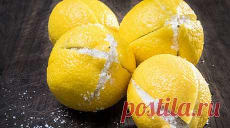 Она разрезала лимон и засыпала его солью Лимон— это фрукт,который мывсе знаем ииспользуем накухне. Лимон часто используется для ароматизации салатов,для придания вкуса икак приправа для различных блюд. Ну,иконечно,всладостях. Мыиспользуем нетолько сок,ноишкурки.   Мыможем выпить лимонный сок …