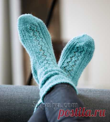 Голубые носки с полосой ажурного узора — Shpulya.com - схемы с описанием для вязания спицами и крючком