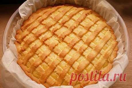 ЛИМОННЫЙ ПИРОГ    Лимонный пирог – это не только очень вкусно и ароматно. Это еще очень красиво и ярко.    Список ингредиентов:    — Мука — 300 гр.  — Лимон — 1 шт.  — Масло сливочное — 180 гр.  — Сахарная пудра — 230 гр.  — Разрыхлитель теста – 8 гр.  — Яйцо — 3 шт.    Способ приготовления    В большой миске смешиваем муку, разрыхлитель и 100 гр. сахарной пудры. Оставшиеся 130 гр. сахарной пудры пойдут в лимонный крем. Добавляем 150 гр. масла сливочного. Еще останется 30 ...