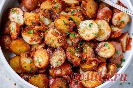 Изумительно вкусная картошка с золотистой корочкой в духовке - любимое блюдо моей семьи. Просто готовится и быстро поедается | На Даче | Яндекс Дзен