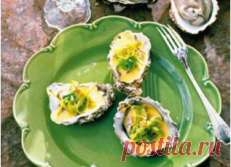 Устрицы «а-ля гратэн» — АРЕНА Устрицы «а-ля гратэн» Тебе понадобится на 4 порции: *8 свежих устриц *2 яйца *8 тонких ломтиков неострого окорока *500 г крупной морской соли *белый молотый перец