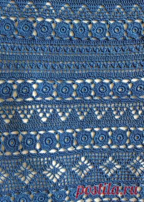 Синий летний сарафан миксом узоров от Larisa Gala. Крючок.