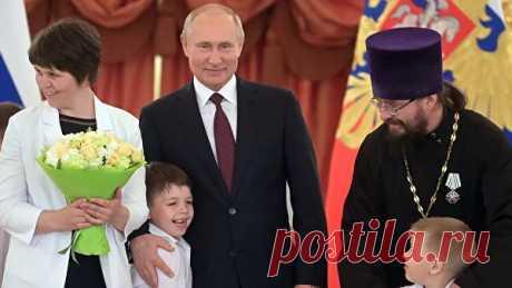 В РПЦ поддержали идею защитить традиционную семью Конституцией - РИА Новости, 31.01.2020