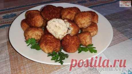 Куриные шарики с сыром Моцарелла Вкусные и очень нежные куриные шарики с Моцареллой – отличная закуска для любого стола! Вкусны как в горячем, так и в холодном виде, всегда нравятся гостям.Ингредиенты:куриное филе – 500 г.;лук репчат...