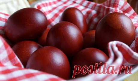 Как покрасить яйца в луковой шелухе, чтобы не лопнули на Пасху
