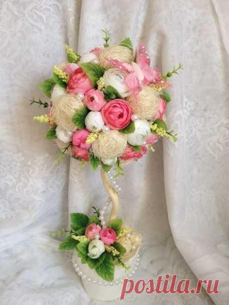Топиарий с розами и лыком