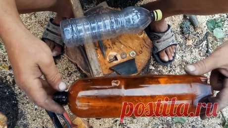 Как выпрямлять любые фигурные ПЭТ бутылки Лучше всего распускаются на ленты ровные пластиковые бутылки, с фигурными же возникают трудности. Чтобы этого избежать, их можно выпрямить, убрав весь рельеф. Для этого нужно сделать одно несложное приспособление.Материалы:ниппель колеса велосипеда в сборе;кусок велосипедной камеры;крышка от ПЭТ