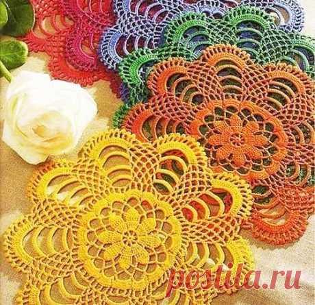 Разноцветные салфетки крючком