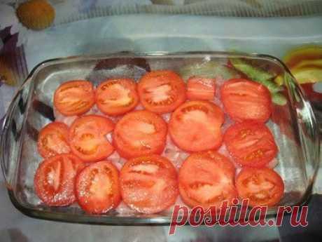 Салат из помидоров с тунцом. *Калорийность на 100г - 55ккал* Хороший салатик, не банальный, и с интересным вкусом: помидоры, тунец, кукуруза и лук. Низкокалорийный и это хорошо . Единственный недостаток - его надо есть сразу после приготовления, потому как помидоры быстро выделяют сок. Состав консервы тунец в собственном соку 1 баночка 3 помидора 1 сладкая салатная луковица кукуруза консервированная 1 небольшая баночка сметана 10% 3 ст.л. Приготовление 1. Лук порезать полукольцами 2. Помидоры…
