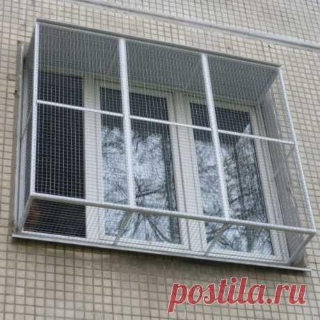 Сетка «антикошка» (56 фото): москитное полотно на окна для кошек и решетки для защиты котов «антикоготь», изготовление защитных приспособлений и установка своими руками на деревянные оконные проемы