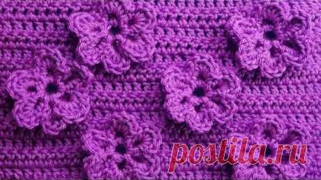 Pattern with florets Knitting by a hook of Crochet pattern with flowers 83
