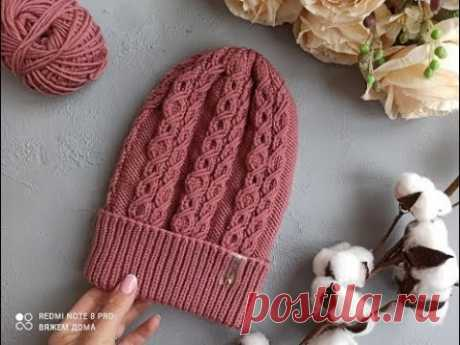 Красивая, теплая, вязаная шапка спицами.