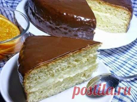 Торт «Чародейка»  - oт кусочка такого торта вряд ли можно отказаться! Эх, прощай фигура!  Тесто:  Яйца — 4 шт Сахар — 1 стак (объём 200 мл) Мука — 1 стак. Разрыхлитель — 1 ч.л с горкой Соль — 1/4 ч.л. Ванилин Масло для смазывания формы  Крем:  Молоко — 250 мл Яйцо — 1 шт Сахар: 1/2 стак. мука — 2 ст. л без горки Сливочное масло — 50 г Ванилин  Пропитка:  (если хотите добиться большего сходства с магазинным, то не пропитывайте или уменьшите количество сиропа)  Вода тёплая 1...