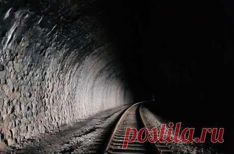 Тайное метро императора Николая II | SM.News Много легенд существует о тайной железной дороге для императора Николая-II. Одни говорят – строительство шло с размахом, вторые – невозможно знать, так как это секрет, третьи – и вовсе считают, что ничего этого нет. Попробуем узнать истину.