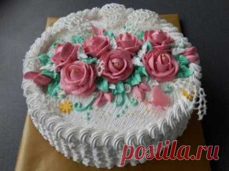 """we decorate cake with \""""scales\"""" with cream"""