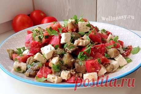 Тёплый салат с баклажанами, помидорами и брынзой: диетический рецепт Салат с печеными баклажанами в сочетании со свежими помидорами и брынзой — очень вкусное и полезное блюдо. Подается как закуска или гарнир к мясу, рыбе.