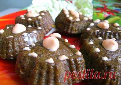 Кексы из куриной печени с овощами / Рецепты с фото