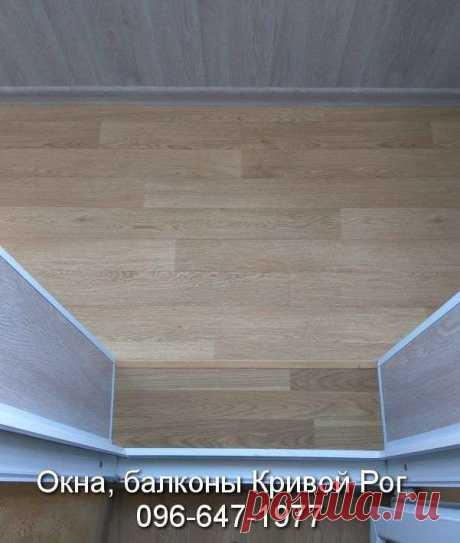 Настил пола на балкон чаще всего делают с листов OSB. Перед укладкой OSB крепят деревянные брусы и укладывают утеплитель. Смотрите в разделе настил пола https://balkon.dp.ua/настил-пола/