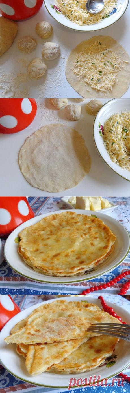 Домашние лепешки с сыром, чесноком и зеленью на сковороде   CityWomanCafe.com