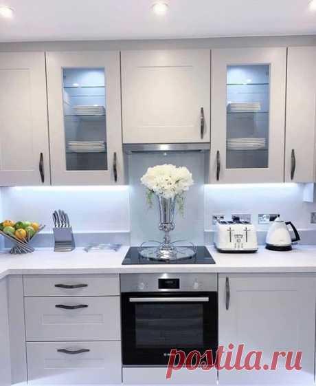 Прекрасная белая кухня!