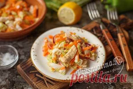 Салат для худеющих с куриной грудкой: рецепт с фото Салат для худеющих с куриной грудкой имеет много вариантов приготовления. Один из них предлагает рецепт с пошаговыми фото. Салат получается сытный, но легкий и готовить его очень просто.