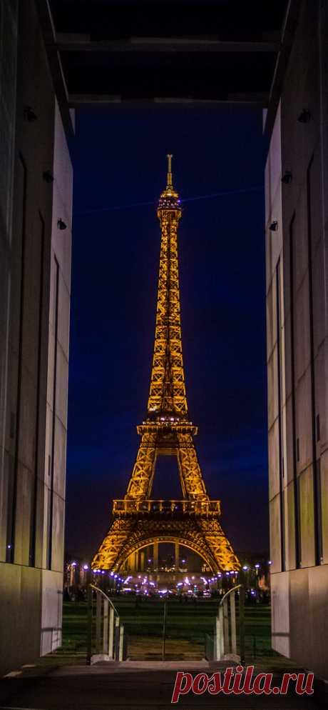 Amazing Places Eiffel Tower - Paris - France (von Benoit photography)