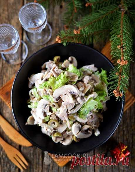 Салат «Пьемонтский» с курицей, грибами и оливками — рецепт с фото на Русском, шаг за шагом. Вкусный и сытный салат из курицы с оливками и грибами. #рецепт #салат #салатик #еда #закуска