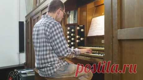 Кто помнит эту мелодию? 😍 Великолепное исполнение на органе. Браво маэстро! Это шедеврально 👏