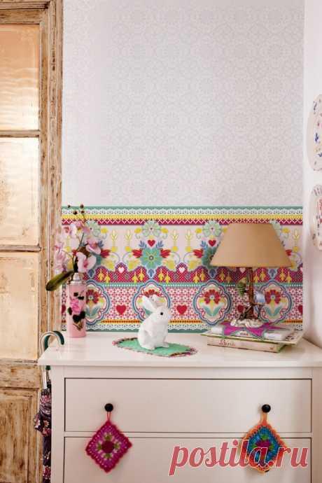 Super unusual wall-paper from the designer of Catalina Estrada