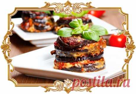 """Баклажаны """"Пармеджано"""" (рецепт запеканки)  Ингредиенты: Для запеканки: Баклажан крупный — 3 шт. Моцарелла — 450 г. Пармезан или аналогичный сыр — 50 г. Соль, и черный молотый перец.по вкусу.  Для соуса: Томаты в собственном соку — 600 г. Чеснок — 3 зубчика. Сахар — 1 ч.л. Прованские травы — 1 ч.л. Соль по вкусу.  Способ приготовления: 1). Баклажаны нарезать максимально тонко — вдоль или поперек.  2). Приготовить соус: Размятые томаты вместе с соком положить в сотейник. Доб..."""