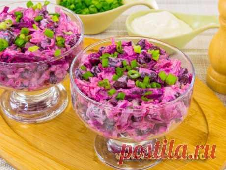 Салат со свеклой, куриным филе и фасолью Вкусный простой салат. Фасоль можно использовать обычную, ее надо замочить и отварить (на упаковке все должно быть написано).