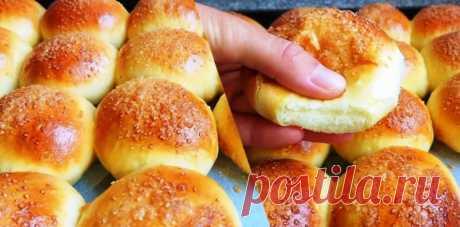 Аромат на весь дом! Воздушные булочки с яблоками и корицей Яблоки и корица – это очень вкусное и ароматное сочетание, особенно в мягком и воздушном тесте, как у этих булочек. Для приготовления вам потребуются такие ингредиенты: — мука, 3.5 стакана; — яйцо, 1 шт; — дрожжи живые, 8 г или сухие, 4 г; — сахар, 3 ст.л; — молоко, 200 мл; — ванилин по вкусу; […]