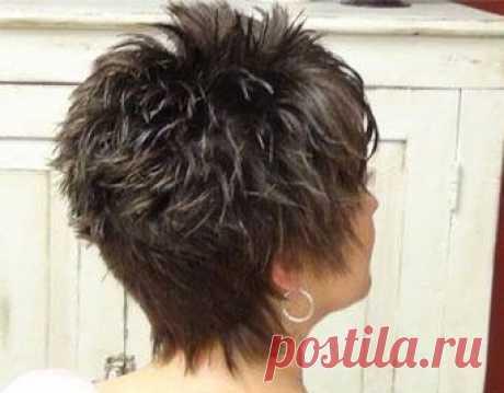 El peinado la cascada: la foto a los cabellos cortos y las variantes de las colocaciones de estilo
